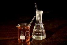 Acidum nitricum ist ein homöopathisches Präparat, das aus Salpetersäure hergestellt wird.